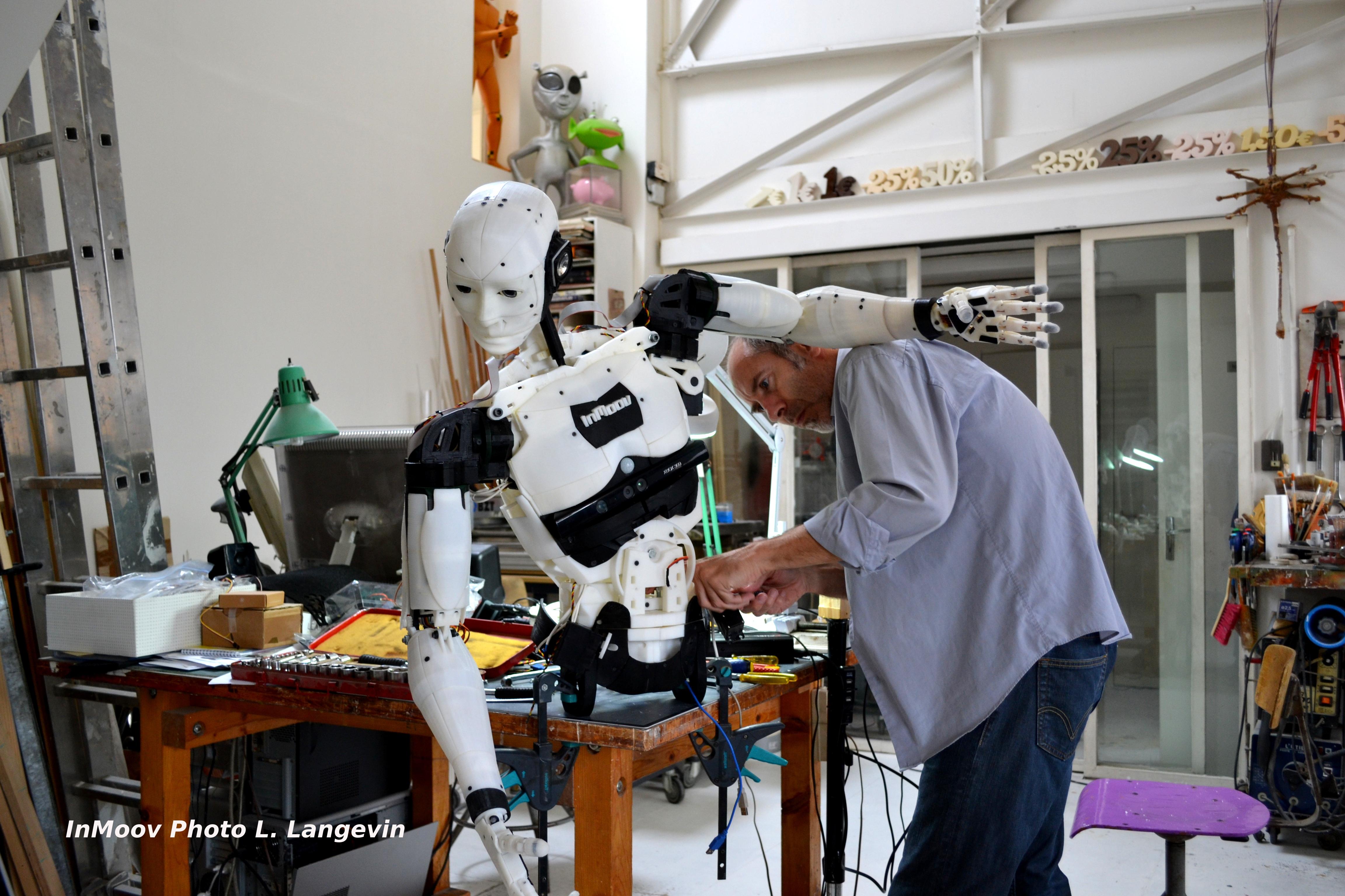 Cet inventeur a créé le premier robot humanoïde à imprimer en 3D ! - SciencePost