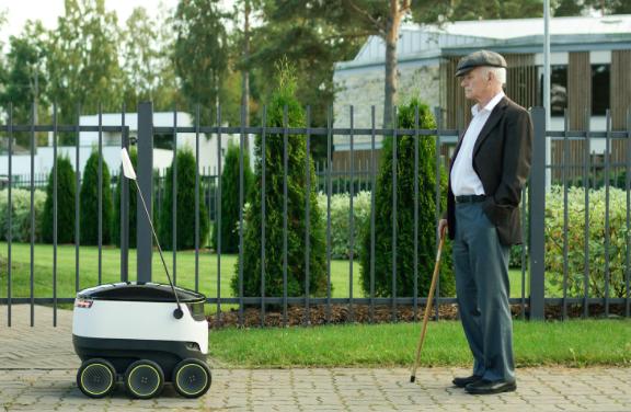 bient t un robot autonome roulant pour livrer les colis. Black Bedroom Furniture Sets. Home Design Ideas